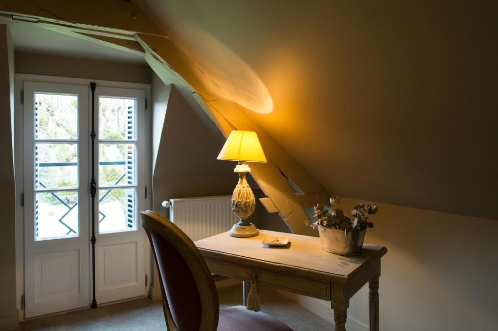 suite saint julien la folie saint julien. Black Bedroom Furniture Sets. Home Design Ideas